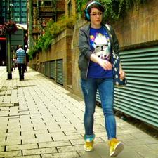 Jeg gør noget aktivt – går en tur, hører musik eller lignende image